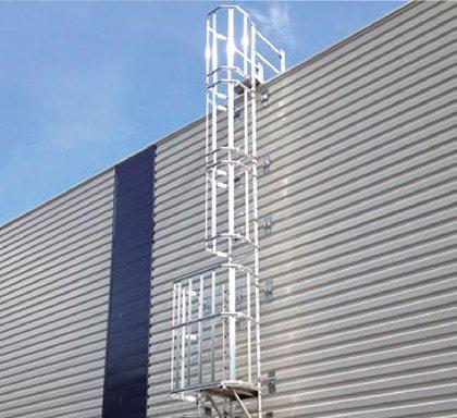 Escalera vertical fija proteccion colectiva